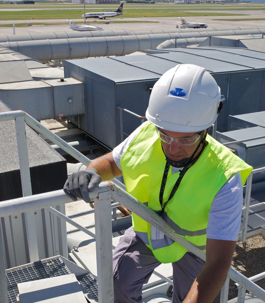 © JM Huron – Pose de capteurs et d'automates sur les équipement multifluides de l'aéroport